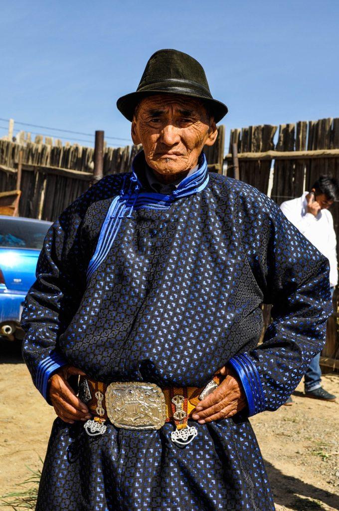 モンゴル人と服装 shomonz